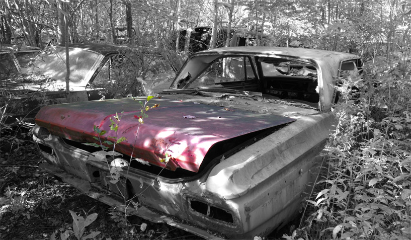 Plymouth Fury 1963 car on which the trunk was taken and is available for the creation of an industrial table or artwork.