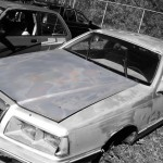 Ford Thunderbird 1983 car on which the hood was used for the creation of an industrial table.