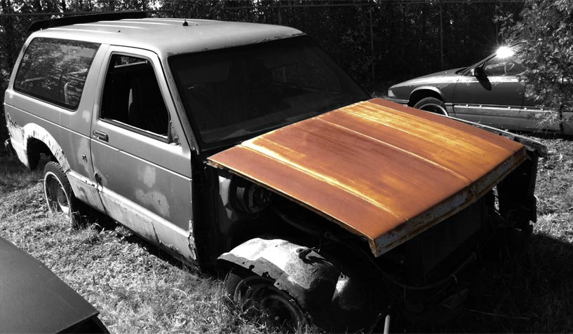 GMC Sierra 1982 car on which the hood was used for the creation of an industrial table.