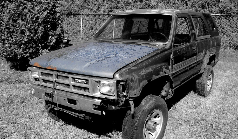 Toyota 4 Runner 1986 car on which the hood was taken and is available for the creation of an industrial table or artwork.